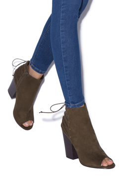 ALLIE CHUNKY HEELED BOOTIE
