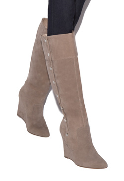 VIOLET BUTTON WEDGE BOOT