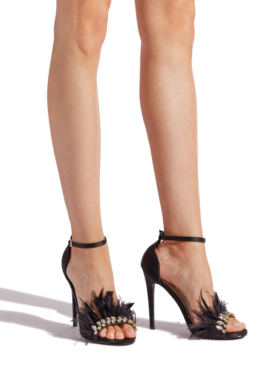 b9c392623575 Material  SATIN FAUX-FEATHER  Fit  TRUE TO SIZE  Platform Height  0.75